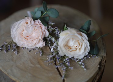 Baby rose buttonholes